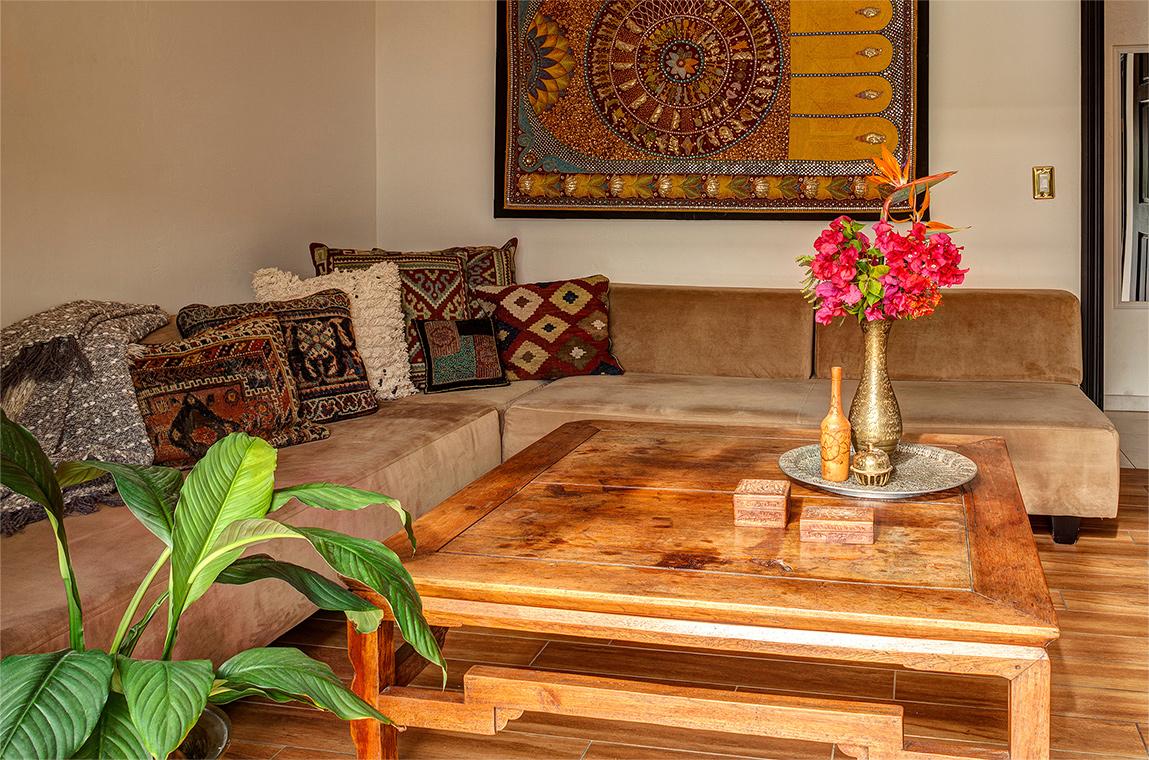 palm-springs-hotel-the-rossi-sedona-hacienda-sofa