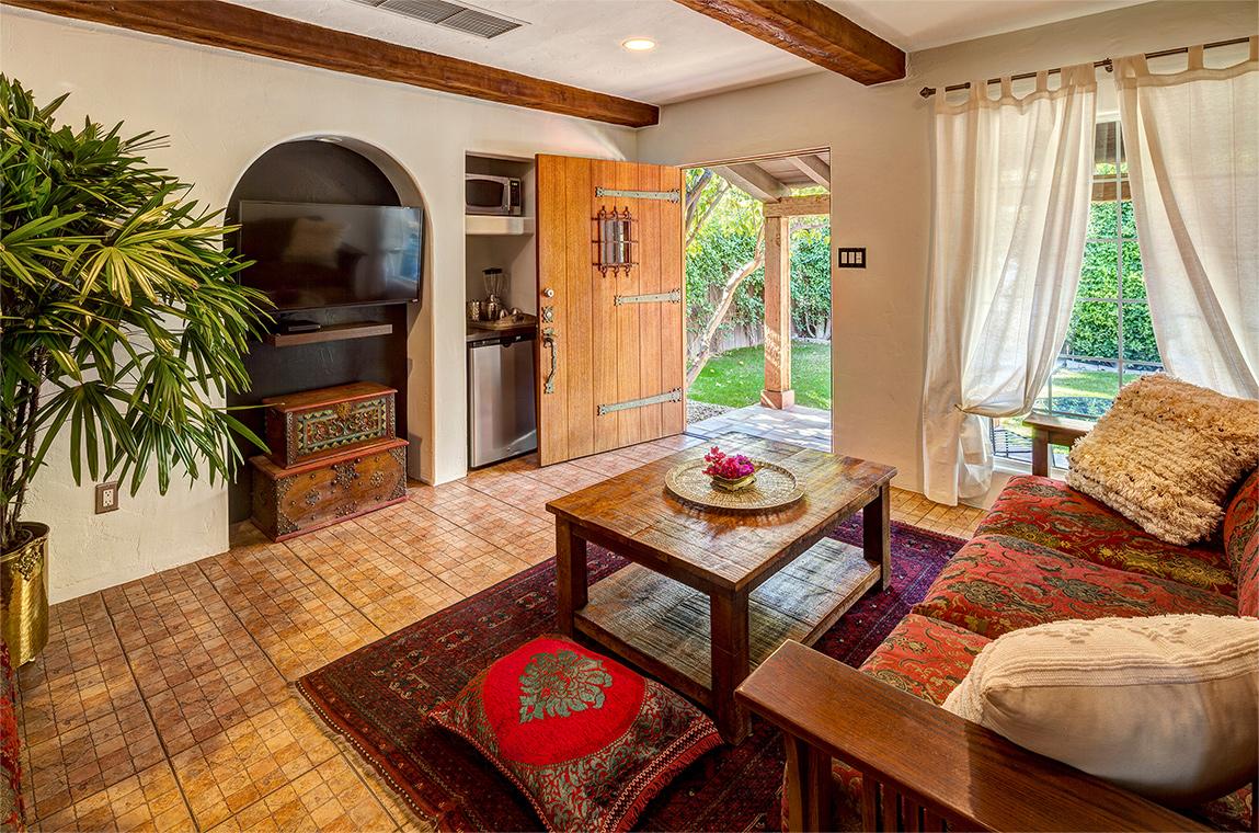 palm-springs-hotel-the-rossi-fountain-hacienda-room