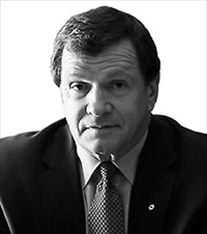 Frank McKenna is the Deputy Chair of TD Bank Financial Group. He is the former Canadian Ambassador to the United States, and a former Premier of New Brunswick - a position he held for ten years. Under his leadership, he brought thousands of jobs to the province and nurtured the growth of our ICT sector.    Frank McKenna est le vice-président du Groupe financier Banque TD. Il a occupé les fonctions d'ambassadeur du Canada aux États-Unis et de premier ministre du Nouveau-Brunswick, un poste qu'il a occupé pendant dix ans. Sous sa direction, des milliers d'emplois ont été créés dans la province et il a favorisé la croissance du secteur provincial des TIC.