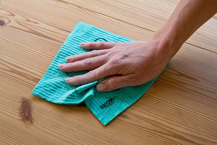 skoy-cloth-cleaning-w.jpg