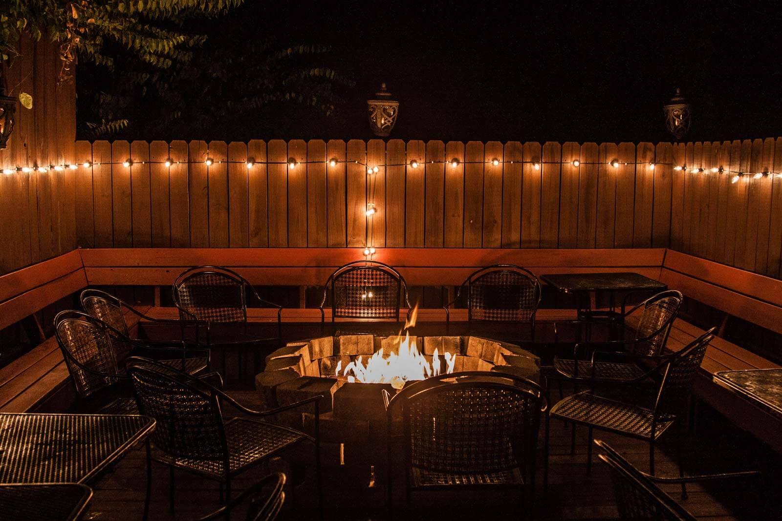 Mafiaozas-pizzeria-outdoor-fire-pit-seating.jpg