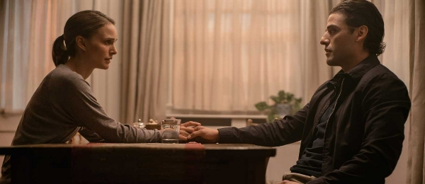 Uncanny Valley: Lena (Natalie Portman) and Kane (Oscar Isaac).
