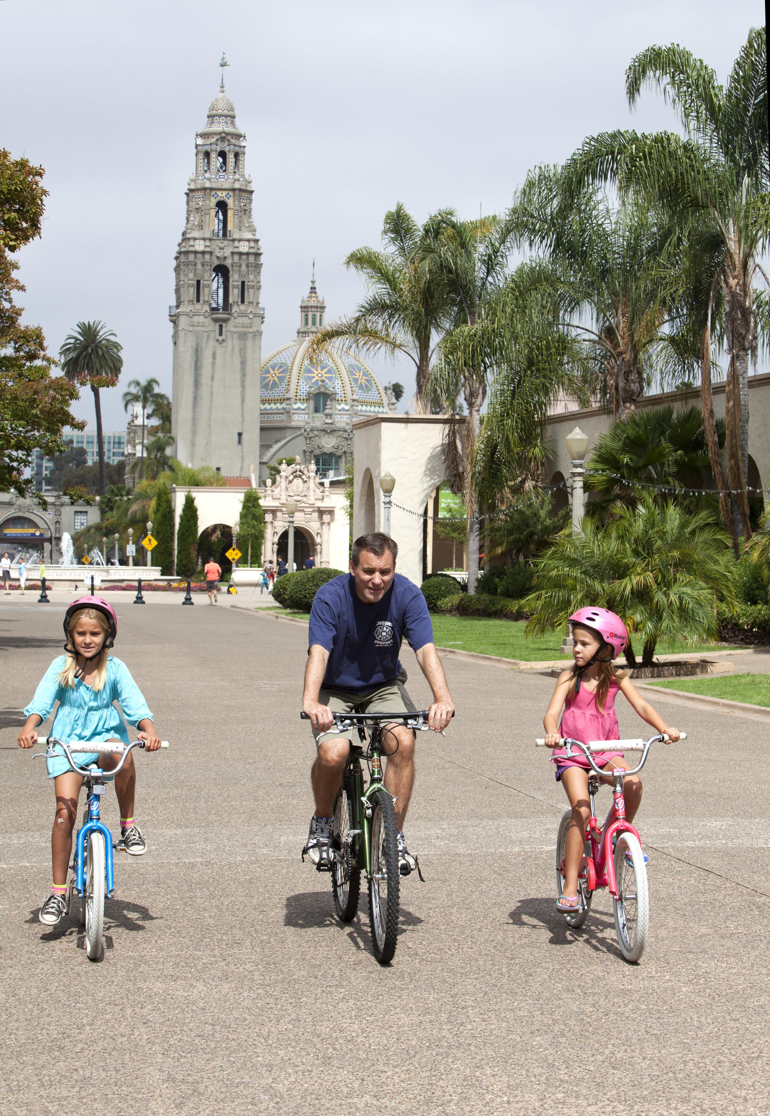 Family enjoying Balboa Park.jpg