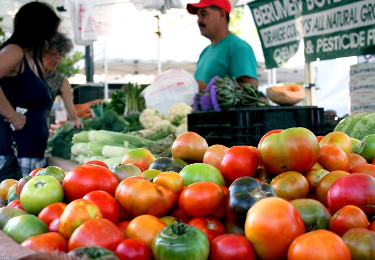 Weekly BLVD Farmers market.jpg