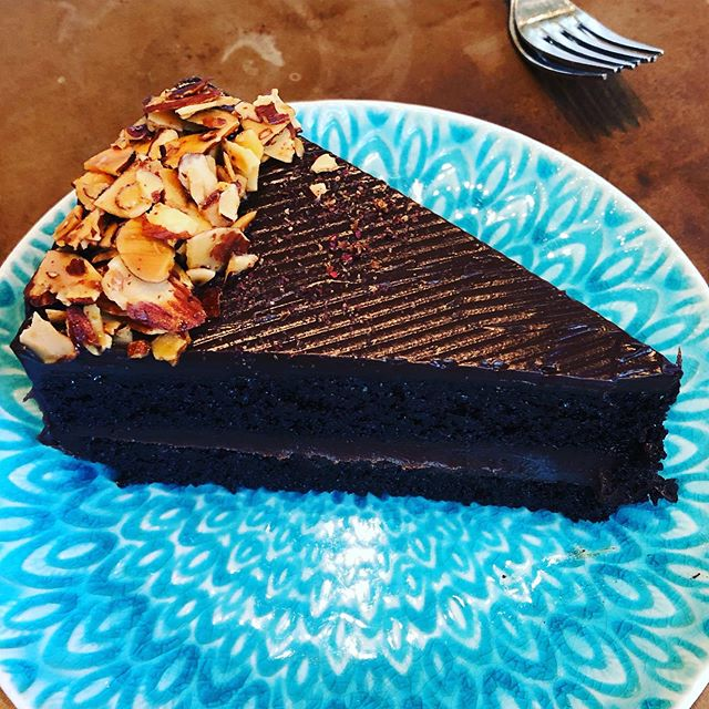 This gluten free chocolate cake @pondicheri in Houston is way better than I thought possible!  @zreiter and I loved it 😍
