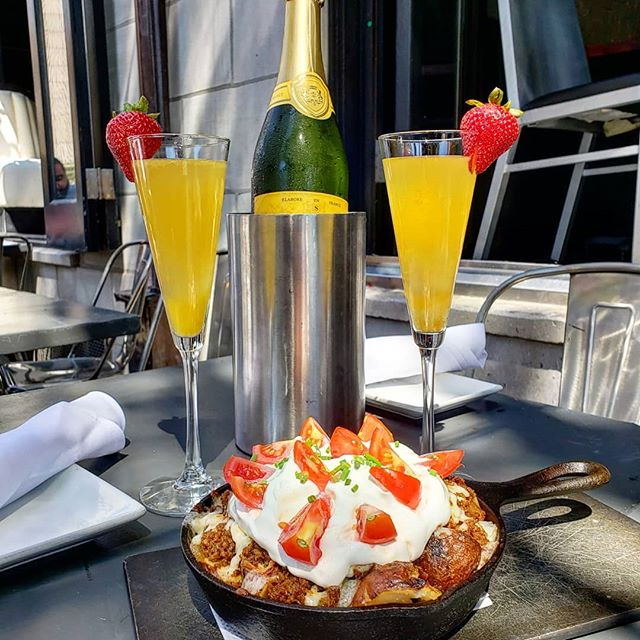 Start your Sunday Funday on this gorgeous day with our BYOM (Build your own Mimosa) and our brunch hash on the front patio ! #brunchphilly #phillybrunch #phillybrunchspots #washingtonsquarewest #phillyfoodforeal #phillyfoodie #phillyfoodgram #phillyeatsgood #phillyeats #visitphilly #phillydrinkspecials #mimosas #sundayfunday #sundayfundayinphilly #eaterphilly #phillyfoobooz #myfab5 #phillygayborhood #midtownvillagephilly #phillyoutsideseating #sprucest #valanni