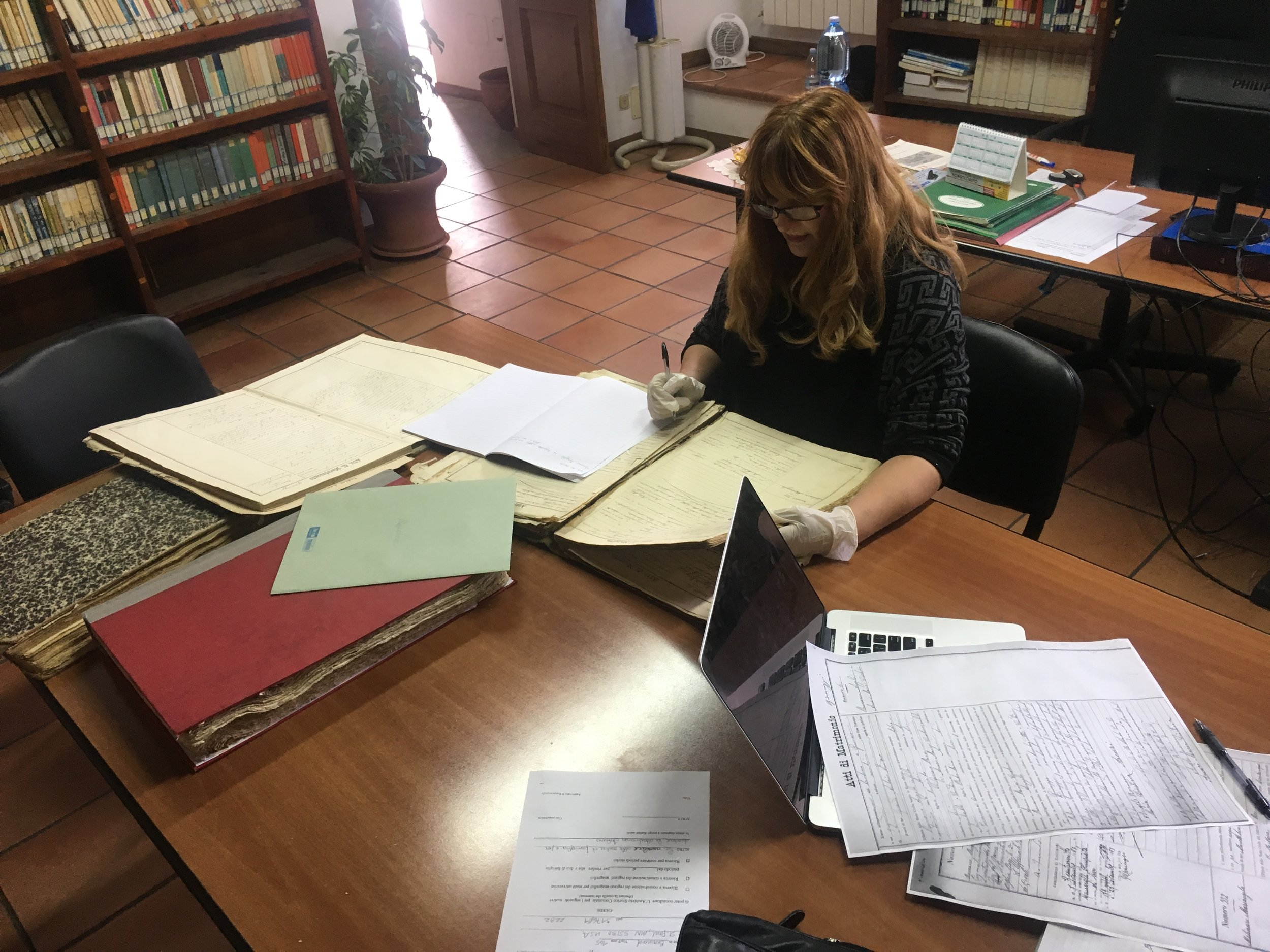 This is Stella the historical librarian at the Acri biblioteca. She is a superstar.