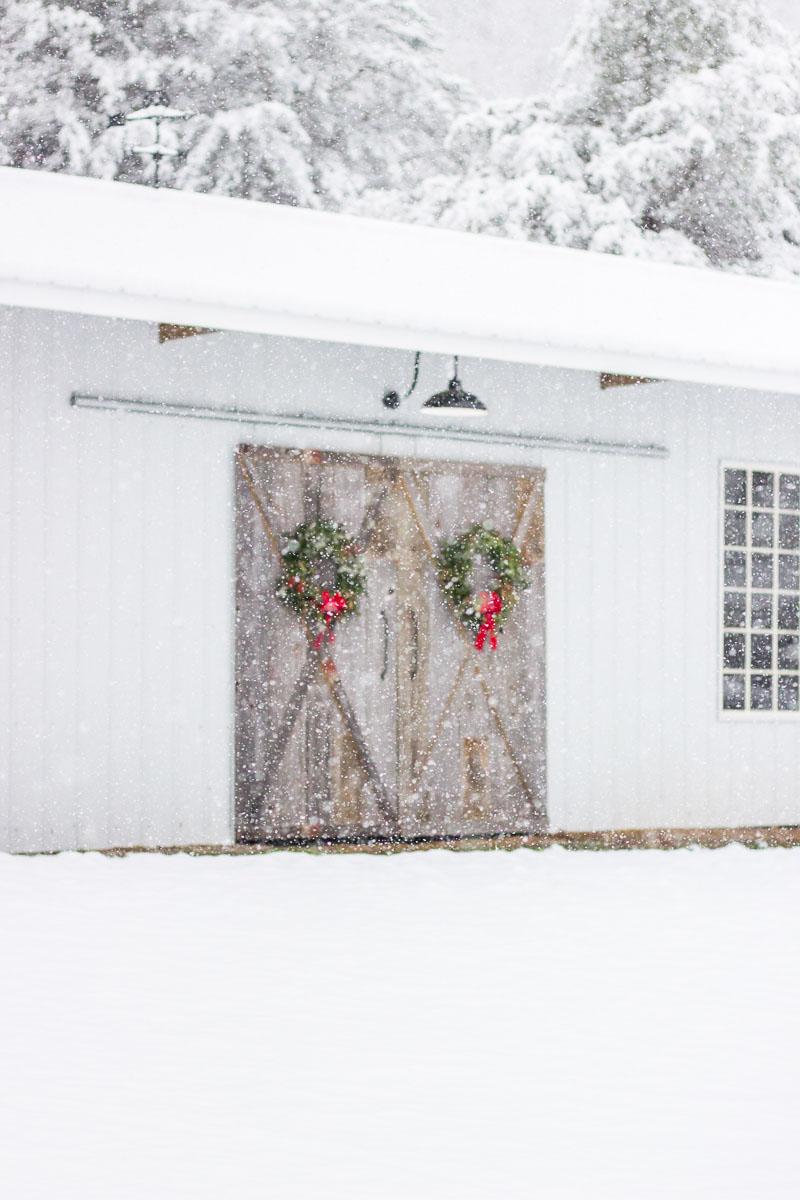 farmhouse-charm-north-carolina-photo-studio-photography-natural-light-lifestyle-photo-1.jpg