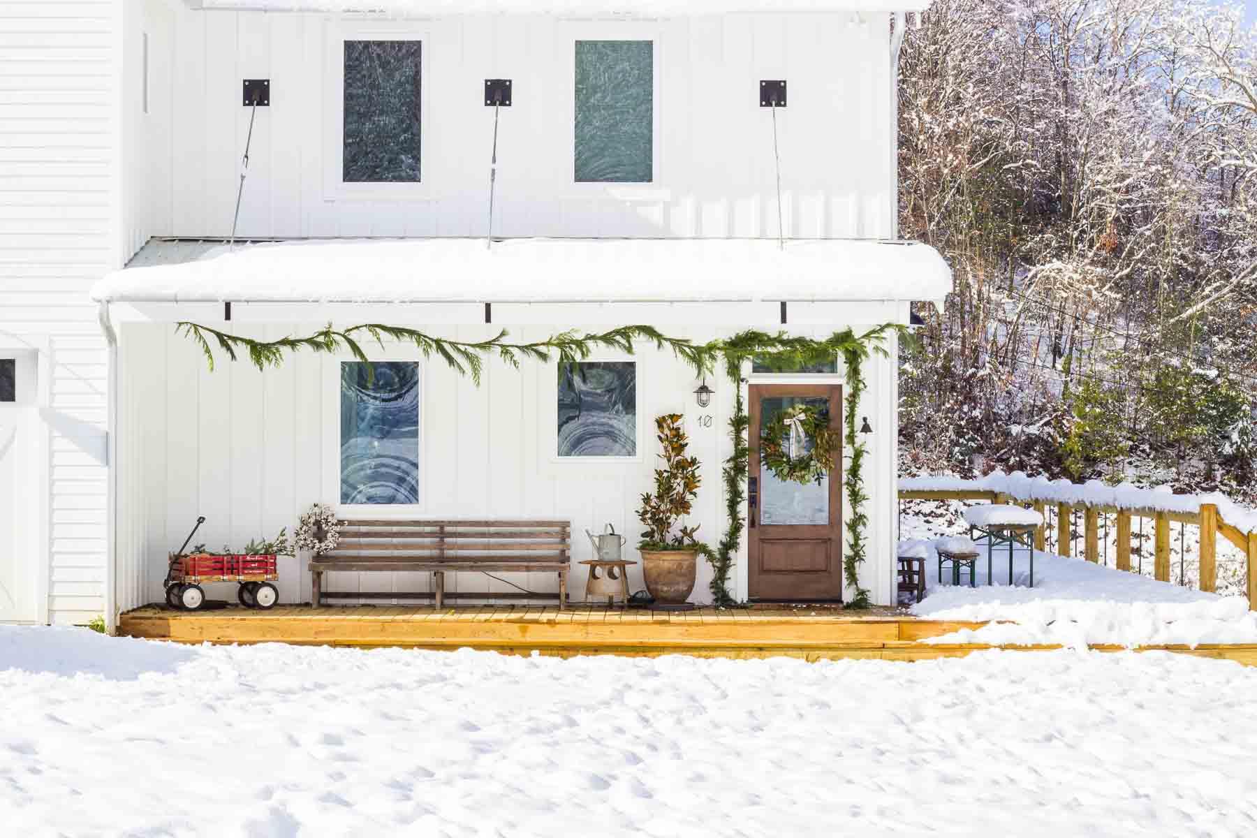 farmhouse-charm-north-carolina-photo-studio-photography-natural-light-lifestyle-photo-2.jpg