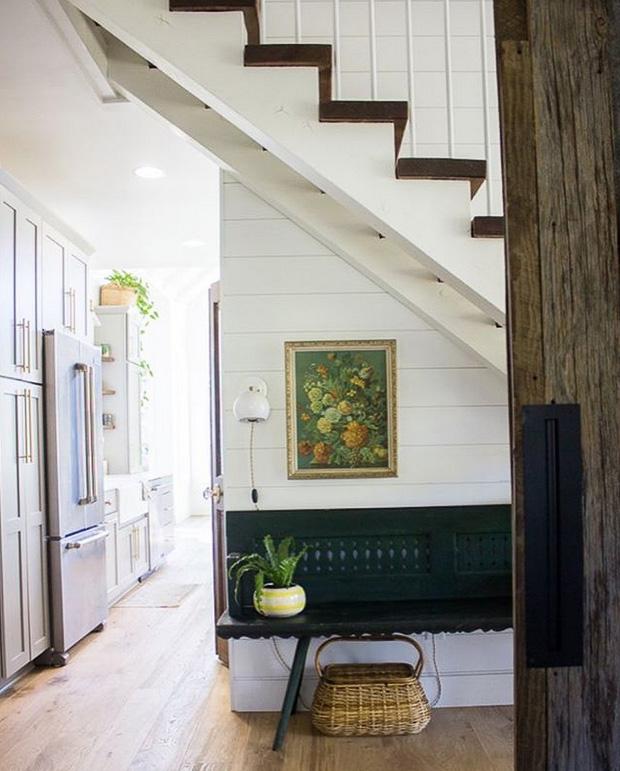 farmhouse-charm-north-carolina-photo-studio-photography-natural-light-lifestyle-photo-22.jpg