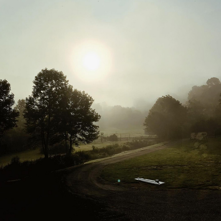 farmhouse-charm-north-carolina-photo-studio-photography-natural-light-lifestyle-photo-25.jpg