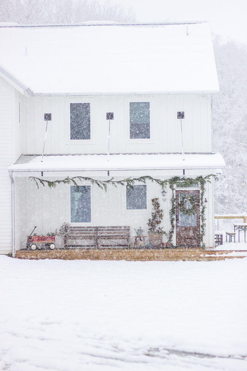 farmhouse-charm-north-carolina-photo-studio-photography-natural-light-lifestyle-photo-54.jpg
