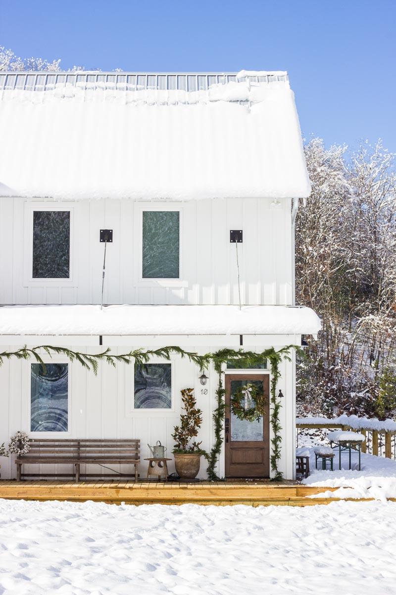 farmhouse-charm-north-carolina-photo-studio-photography-natural-light-lifestyle-photo-55.jpg