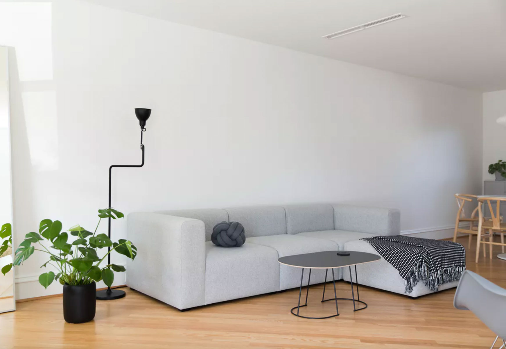 minimal-rowhouse_richmond-virginia-natural-light-photoshoot-location-2.jpg