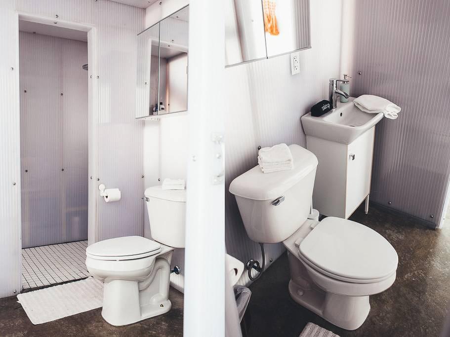 Dapper_Dwelling-homestudiolist-detroit-photoshoot-location-natural-light-8.jpg