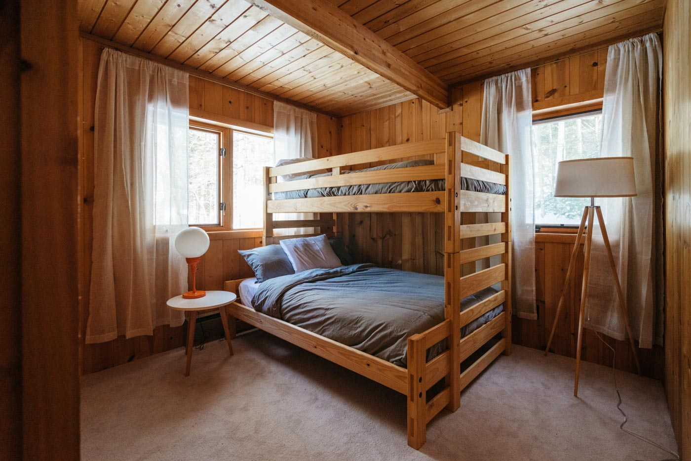 CabinGoals-WardsboroVT-natural-light-photography-studio-lifestyle-photoshoot-location-editorial-commercial-photography-1.jpg