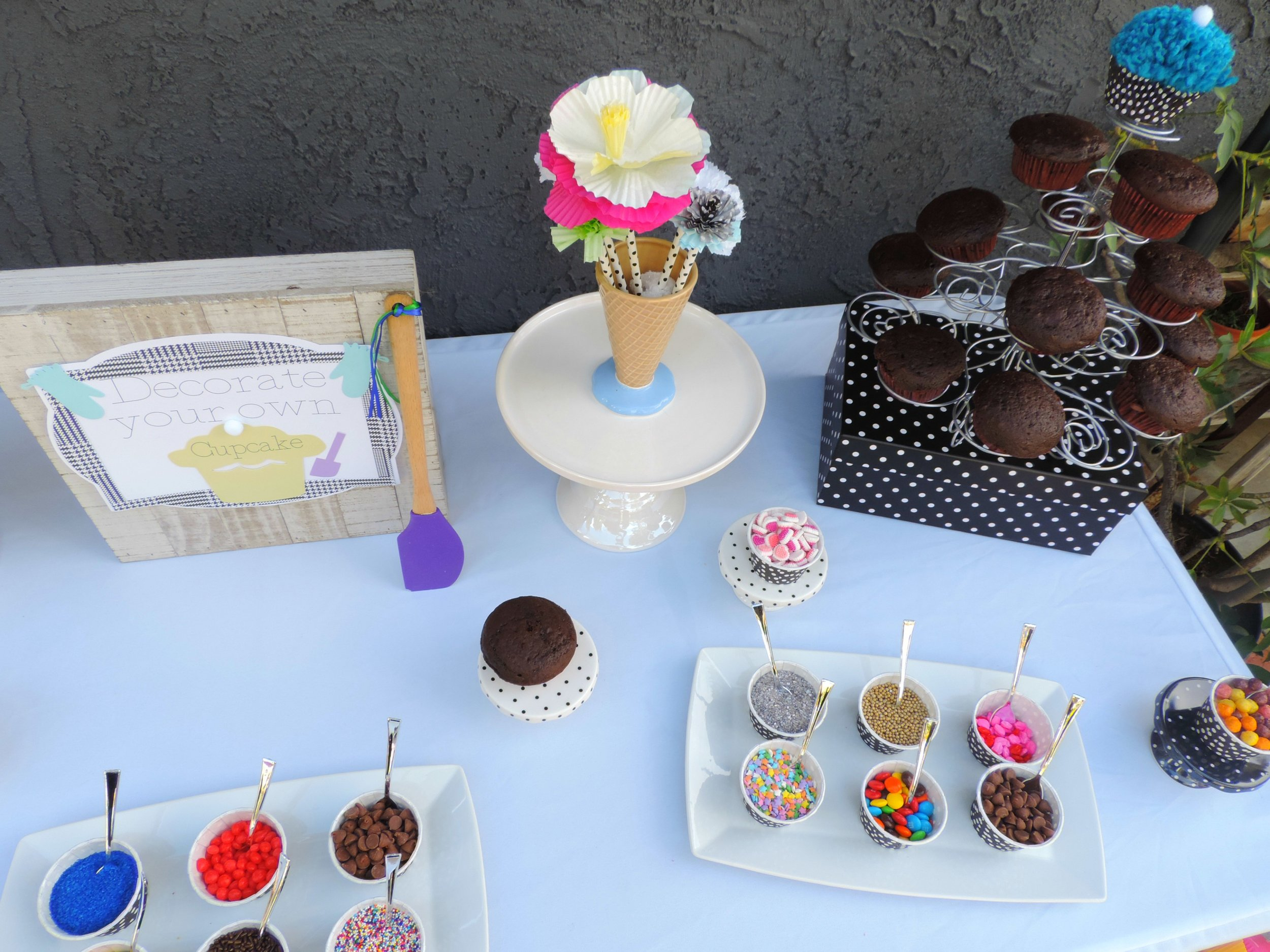 Decorate your own cupcake-cupcake wars party-cupcake wars birthday-cupcake decorating party-cupcake party ideas-www.SugarPartiesLA.com.jpg