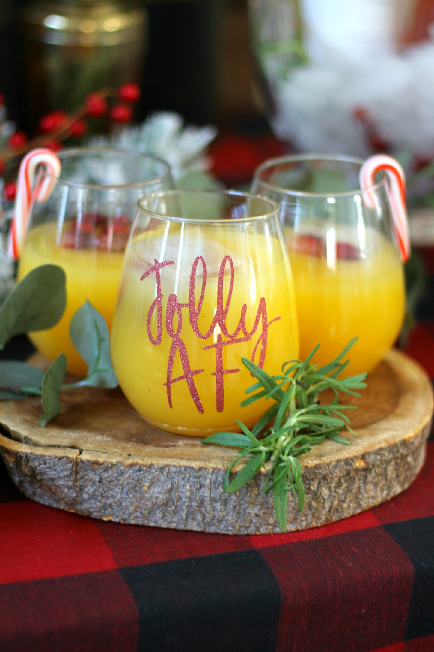 Holiday Drinks-christmas party-tossware-holiday party-drinkware-drink decor-drink style-www.sugarpartiesla.com.jpg