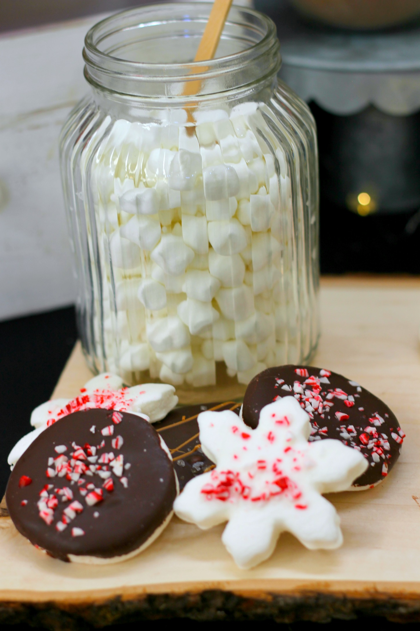 hot cocoa bar - hot cocoa marshmallow toppers-www.sugarpartiesla.com.jpg