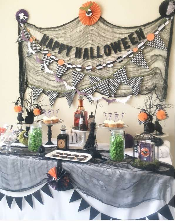 """""""Happy Halloween"""" Candy Table"""