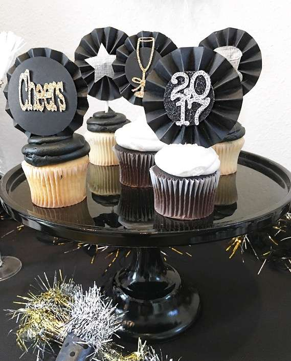 Pop,Fizz and Clink-Happy New Year-New Year eve party-New Year Toast Table-Champagne Toast-New Years Eve Party-Black white and Gold New Year eve party-New Year Drink Ideas-New Year Cupcake Ideas-www.SugarPartiesLA.com