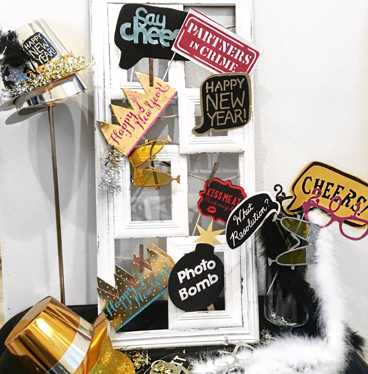 Pop,Fizz and Clink-Happy New Year-New Year eve party-New Year Toast Table-Champagne Toast-New Years Eve Party-Black white and Gold New Year eve party-New Year Drink Ideas-Photo Props-New Year Photo Props-www.SugarPartiesLA.com