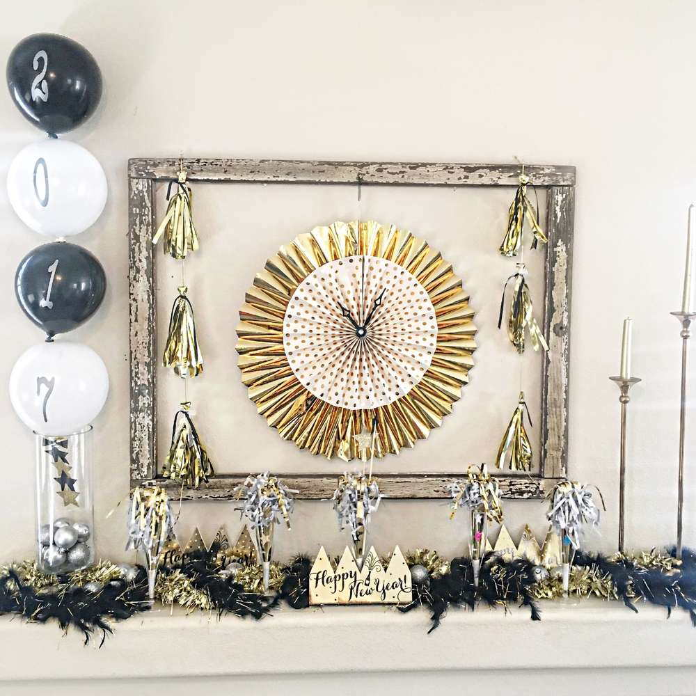 Pop,Fizz and Clink-Happy New Year-New Year eve party-New Year Toast Table-Champagne Toast-New Years Eve Party-Black white and Gold New Year eve party-New Year Drink Ideas-New Year Mantle-New Year eve home decor Ideas-www.SugarPartiesLA.com