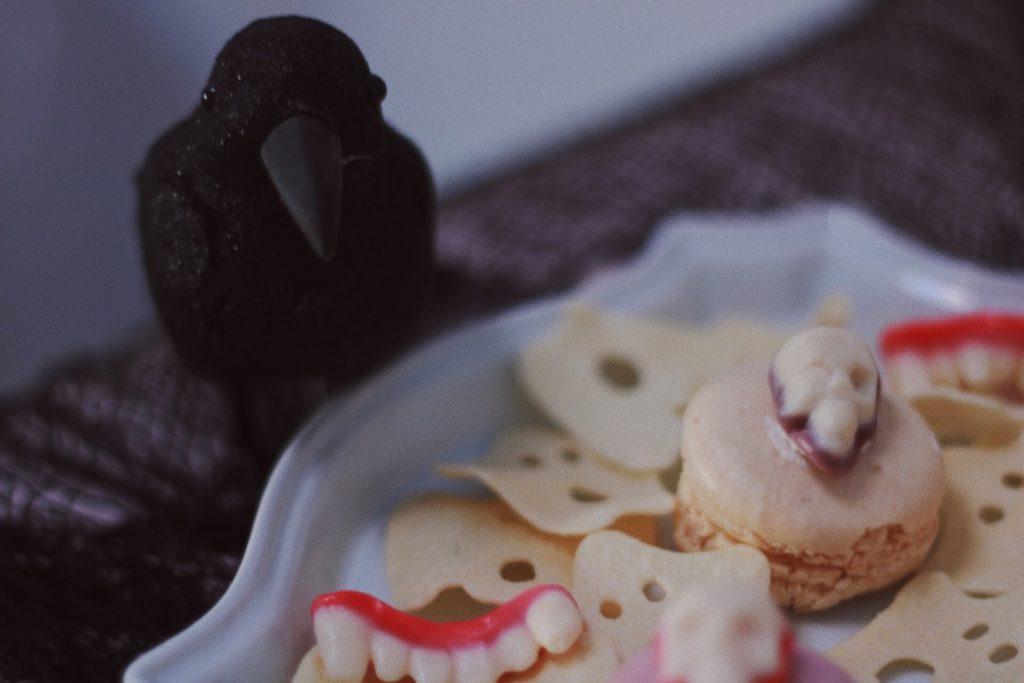 Crow-and-Skulls-Pink Halloween-Halloween Dessert Ideas-Halloween Pink Decor-Halloween Party Ideas-Halloween Dessert Table-www.SugarPartiesLA.com
