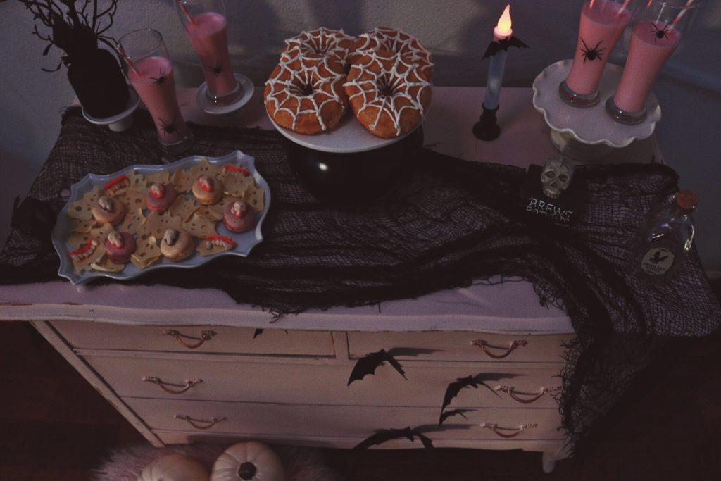 Halloween-Desserts-Crow-and-Skulls-Pink Halloween-Halloween Dessert Ideas-Halloween Pink Decor-Halloween Party Ideas-Halloween Dessert Table-www.SugarPartiesLA.com