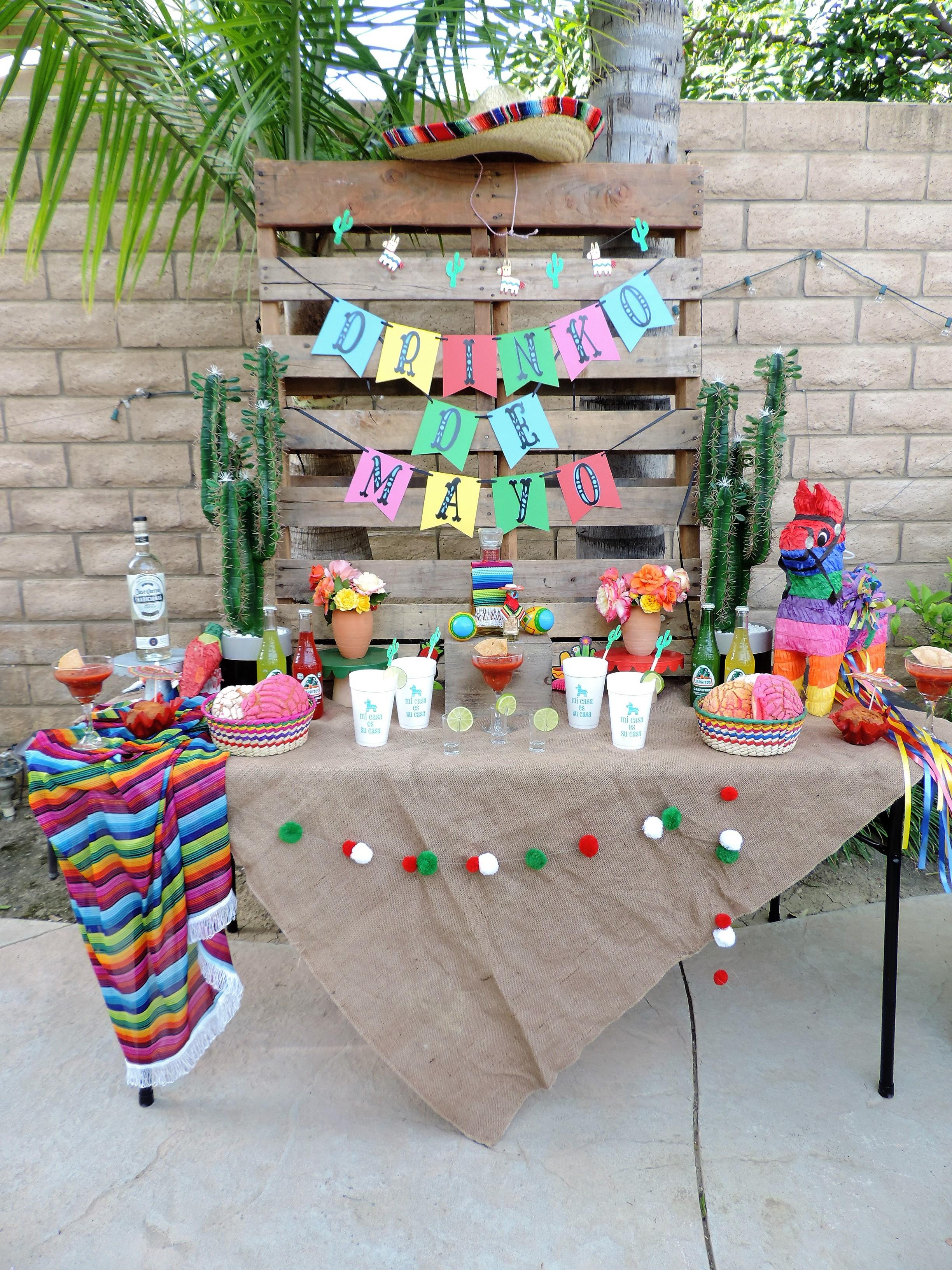Cinco De Mayo Party-Tequila Party Table-Cinco De Mayo Party-Tequila Party-Fiesta Party-Fiesta Drink Table-Tequila Party Ideas-Drinko De Mayo-Cinco De Mayo Party Idea-Mexican Theme Party-Fiesta-Cinco De Mayo Party Ideas and Decor-Taco Party-www.SugarPartiesLA.com