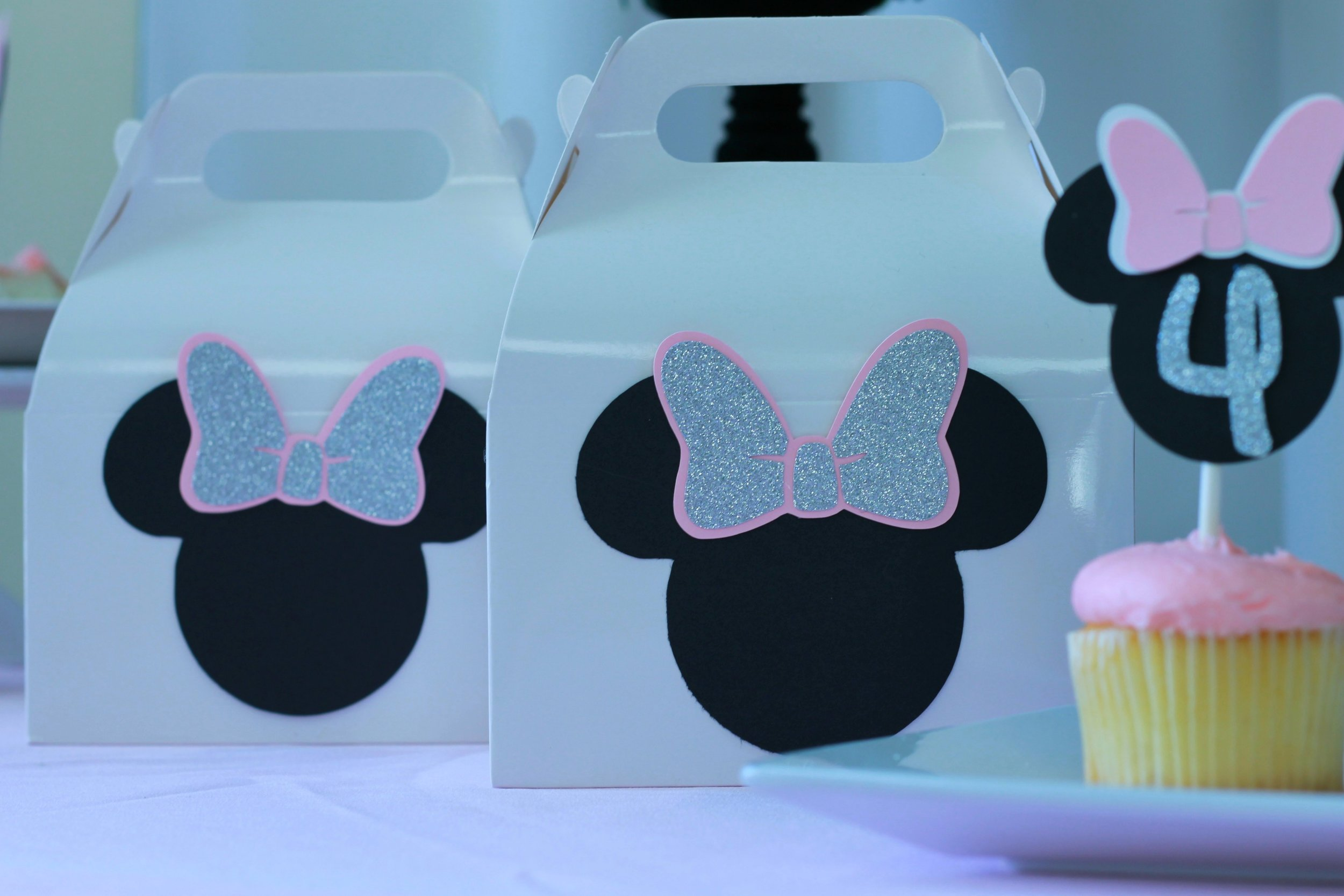 Minnie Mouse Gift Boxes - These custom Minnie Inspired Boxes are the cutest addition to your party!
