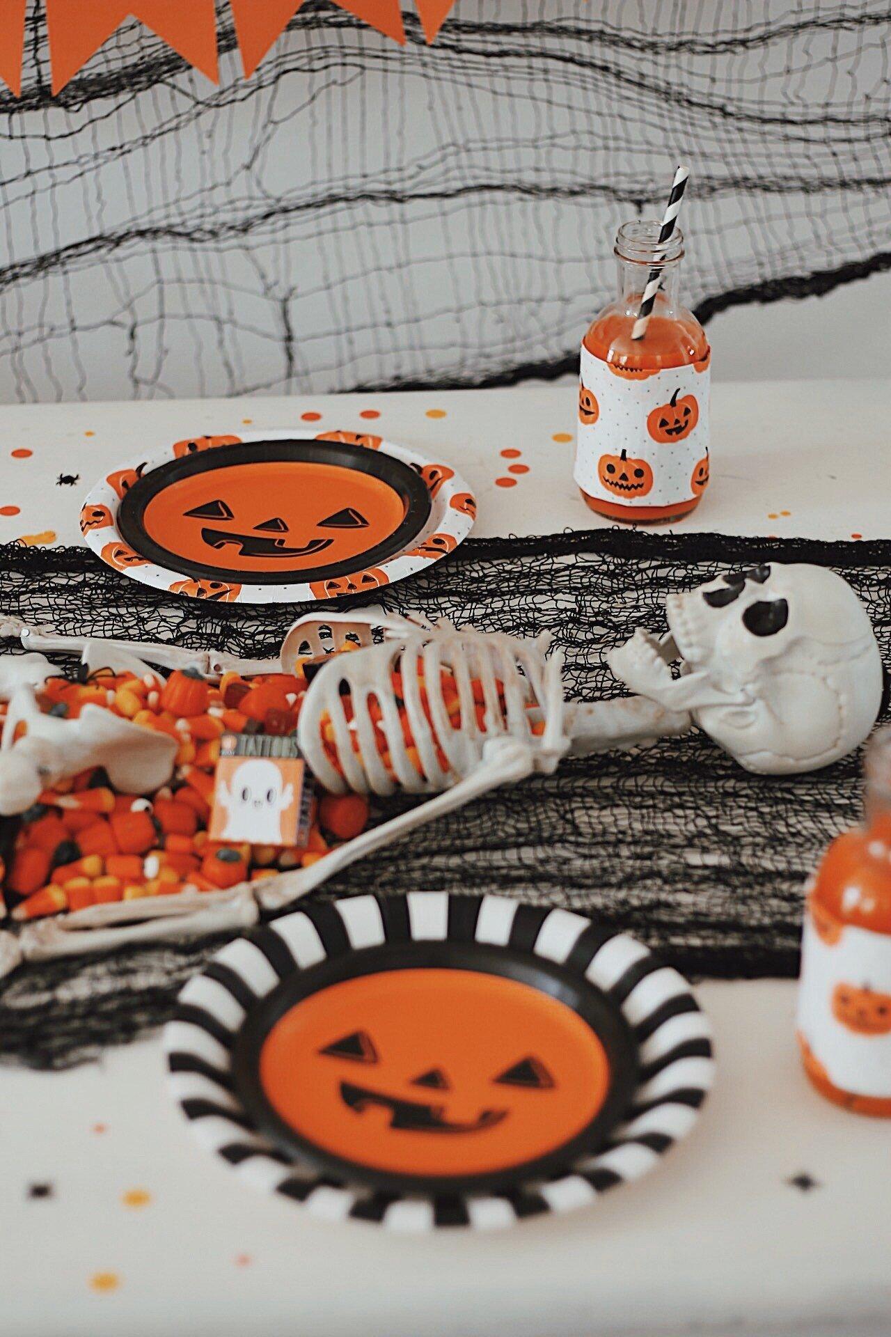 Halloween Tablescape-Halloween Candy-Halloween Party Ideas-www.SugarPartiesLA.com.jpeg