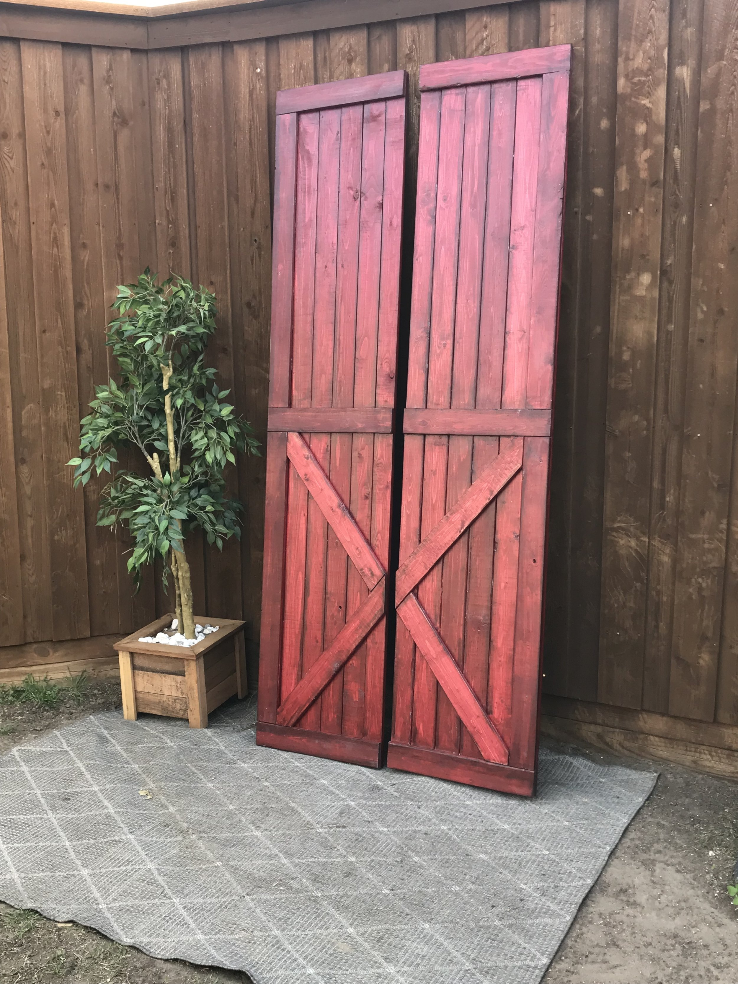 LOWER V STYLE - stain: Barn Red