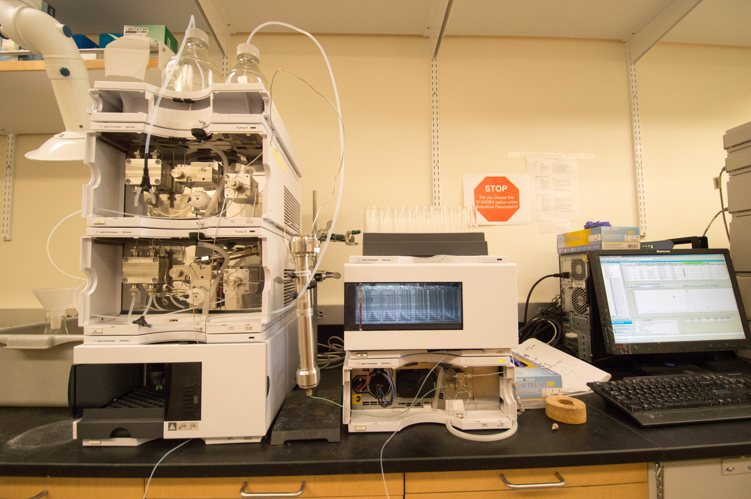 Prep-scale Agilent HPLC purification system with reverse phase and normal phase columns
