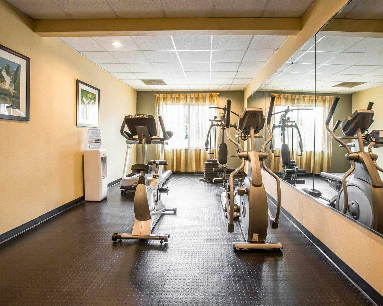 FitnessRoom2.jpg
