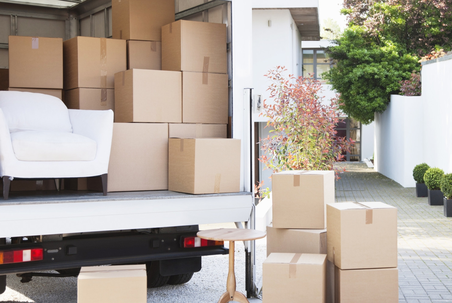 Move truck management - The day of a move can be hectic and chaotic with pick-ups from your previous home, storage, and furniture stores. Your Concierge will plan the move truck logistics down to the minute.