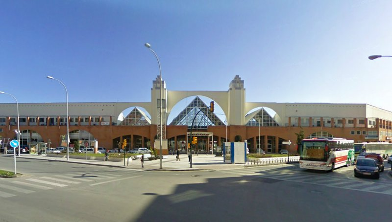 Estación de Autobuses de Málaga, situada a menos de 5 minutos caminando de la Estación de Tren María Zambrano.