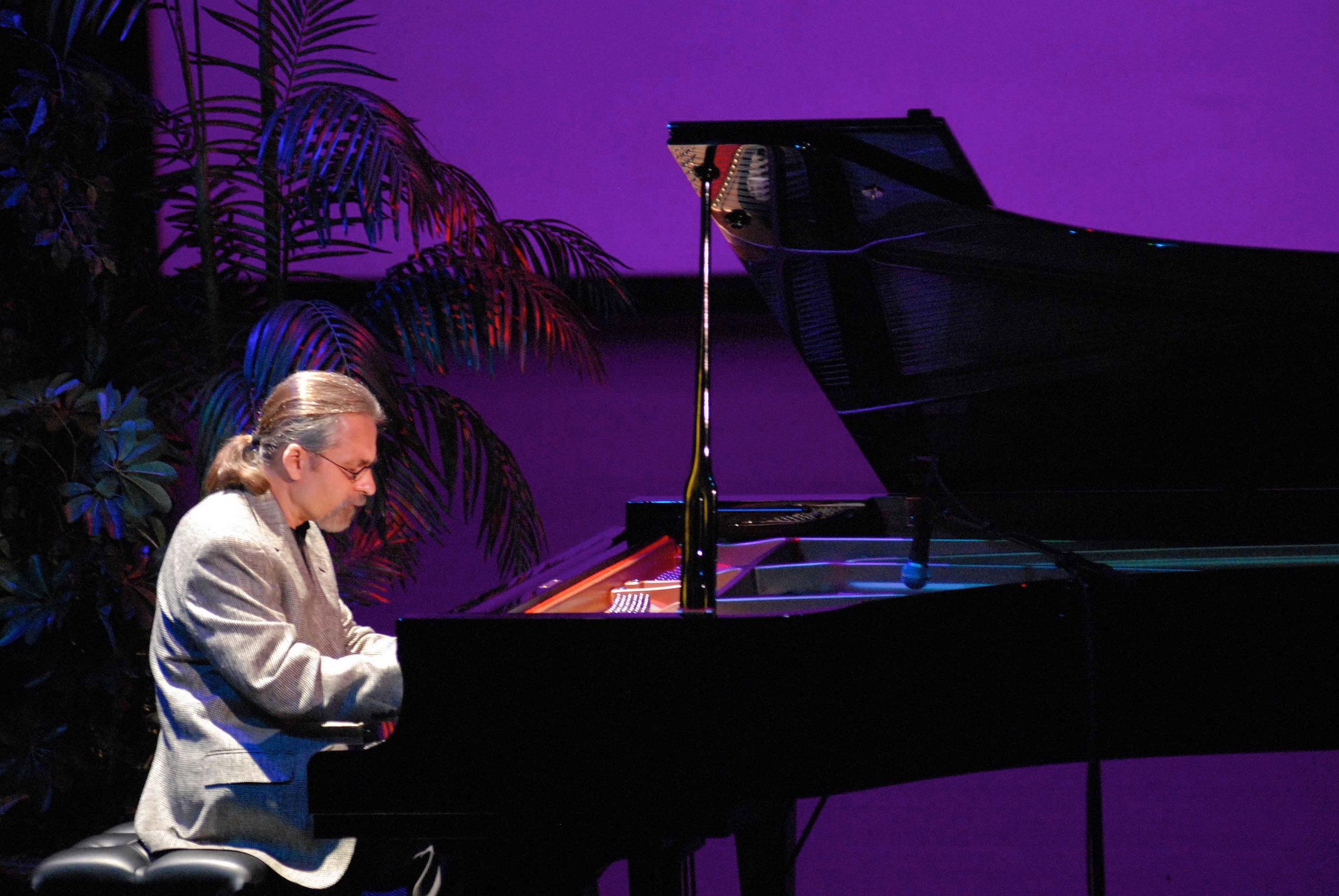 Jazz pianist in concert
