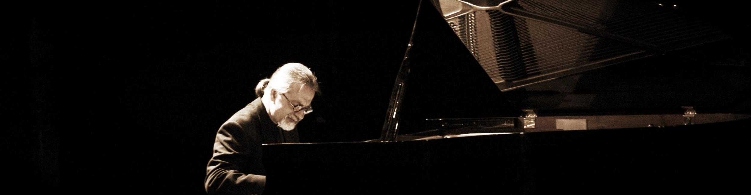 jazz+pianist+in+concert.jpeg