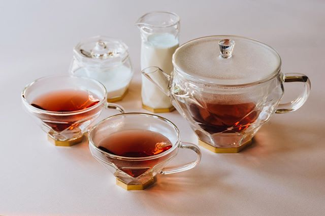 The Diamond Collection from Bishop House. ⁣ •⁣ •⁣ •⁣ •⁣ •⁣ #diamondcollection #thalia #bishophouse #luxury #glassware #tea