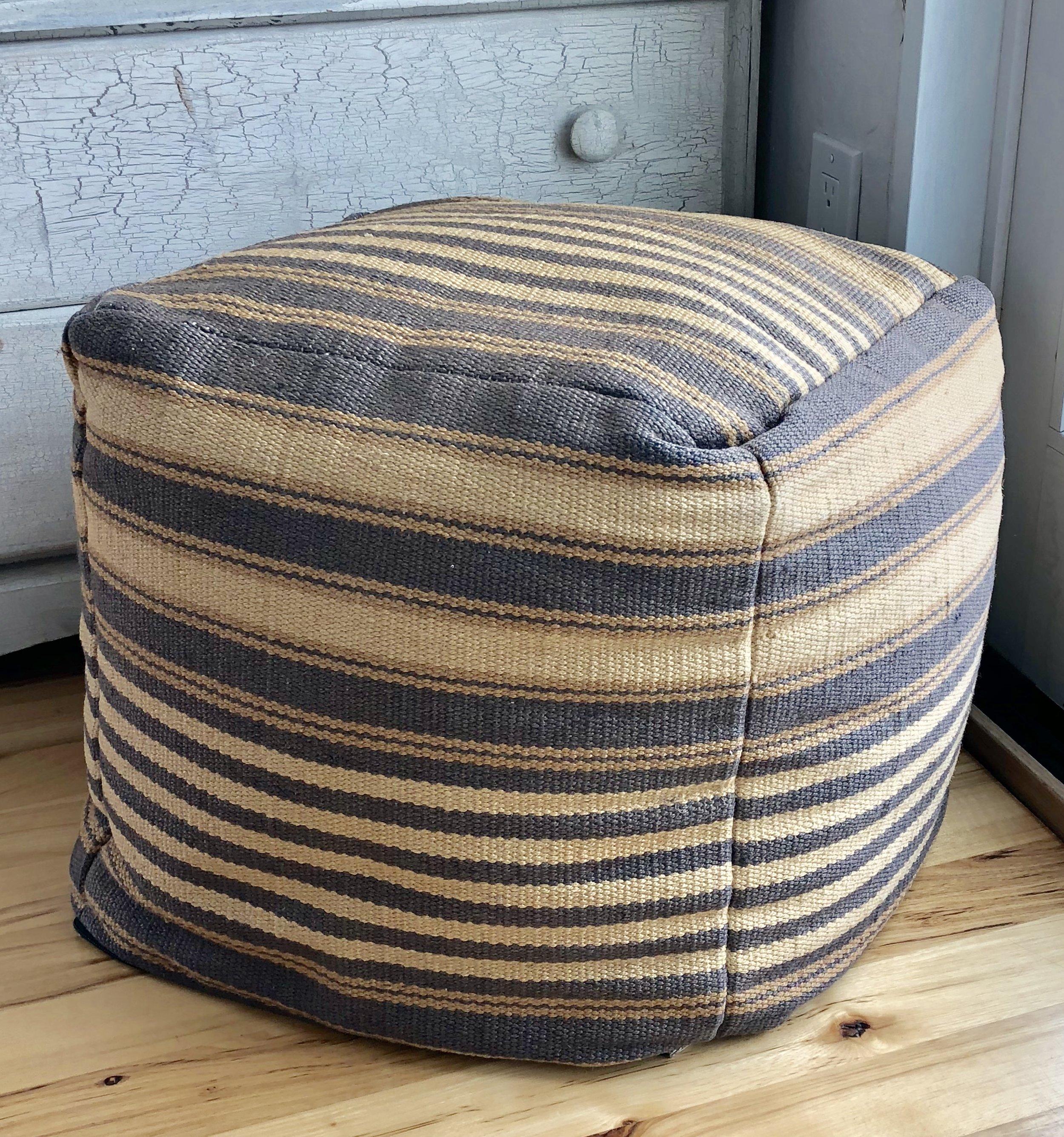 Square stripe pouf.png