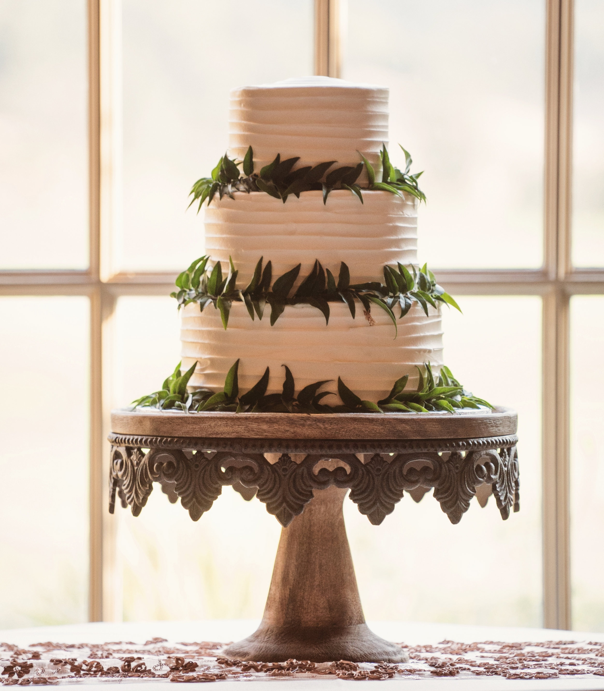 viewpointevents.com | Cake stand for rent in California | Vintage Chic Rentals for weddings and corporate events