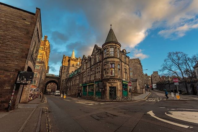 Edinburgh at golden hour. . . . . . . . . . #travel #traveltheworld #travelphotography #canonphotography #travelblogger #theglobeisbeautiful #traveleurope #travelscotland #instatravel #travelstagram #travelporn #canon5d3 #canon5dmarkiii #travelling #backpacking #wanderlust #travelphoto #urbanphotography #streetphotography #architecturephotography  #scotland #theuk #edinburgh #buildings #goodweather #edinburghsnapshots #goldenhour #citysunset #scotlandmagazine