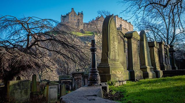 Edinburgh Castle. . . . . . . . . . #travel #traveltheworld #travelphotography #canonphotography #travelblogger #theglobeisbeautiful #traveleurope #travelscotland #instatravel #travelstagram #travelporn #canon5d3 #canon5dmarkiii #travelling #backpacking #wanderlust #travelphoto #urbanphotography #streetphotography #architecturephotography  #scotland #theuk #edinburghcastle #buildings #goodweather #cemetary #edinburghsnapshots #scotlandmagazine