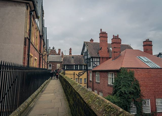 Chester UK. . . . . . . . . . . . . .  #travel #traveltheworld #travelphotography #canonphotography #travelblogger #theglobeisbeautiful #traveleurope #travelengland #instatravel #travelstagram #travelporn #canon5d3 #canon5dmarkiii #travelling #backpacking #wanderlust #travelphoto #urbanphotography #streetphotographhy #chester #architecturephotography  #visitchester #traditional #walkway #photooftheday  #cheshire