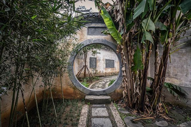 I've put my blog on the back burner for nearly a year since I've been focusing on my career in China. I've decided to start posting again where I'll post articles from my trips over the past two years. Say hello to Wuyuan. Read more at: https://www.theglobeisbeautiful.com/travel-stories/2019/4/wuyuan . . . . . . . . . . . . . . . . . . . #travelchina #traveltheworld #backpacking #wanderlust #theglobeisbeautiful #travelphoto #travelphotography #jiangxi #wuyuan #travelblogger #landscape #landscapephotography #canon #canon6d #canonphotography #natgeo #nationalgeographic #photooftheday #travelasia #chinatravel #instachina #travelporn #travelstagram #instatravel #chinesearchitecture #traditionalchinese #chinesehistory
