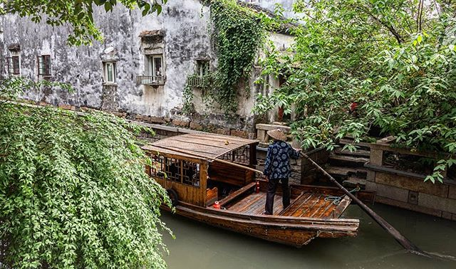 The Venice of China. Suzhou.  #travelchina #traveltheworld #solotravels #wanderlust #theglobeisbeautiful #travelphoto #travelphotography #suzhou #pingjiangstreet #travelblogger #landscape #landscapephotography  #canon6d #canonphotography #natgeo #nationalgeographic #photooftheday #travelingladies #chinatravel #instachina #travelporn #travelstagram #instatravel  #chinesearchitecture #boatlife #gondolaride  #rowboat #suzhoulife  #canalstreet #canal