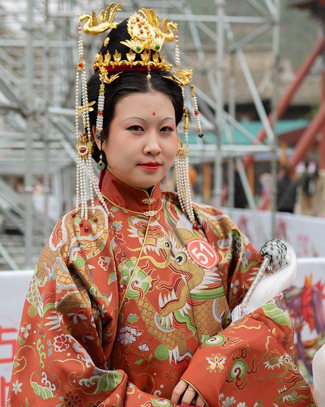 Costume contest in Gubei. . . . . . . . . . . . . .  #travelchina #traveltheworld #backpacking #wanderlust #theglobeisbeautiful #travelphoto #travelphotography #travelblogger  #canon #canon5diii #canonphotography #natgeo #nationalgeographic  #photooftheday #travelasia #chinatravel #instachina #instatraveling #instatravel #travelbeijing #gubei #gubeiwatertown #getoutstayout  #peopleofchina #traditionalchinese #chinesedrama #streetphotograph #streetphotomag
