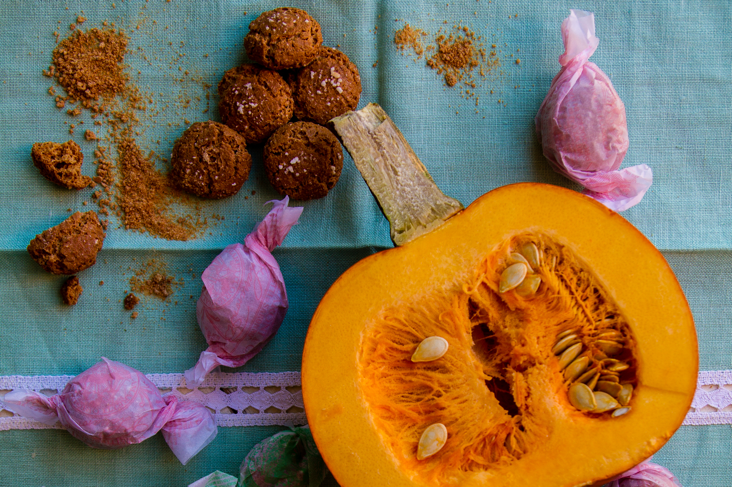 Amaretti_di_Saronno_and_Sugar_Pumpkin.jpg