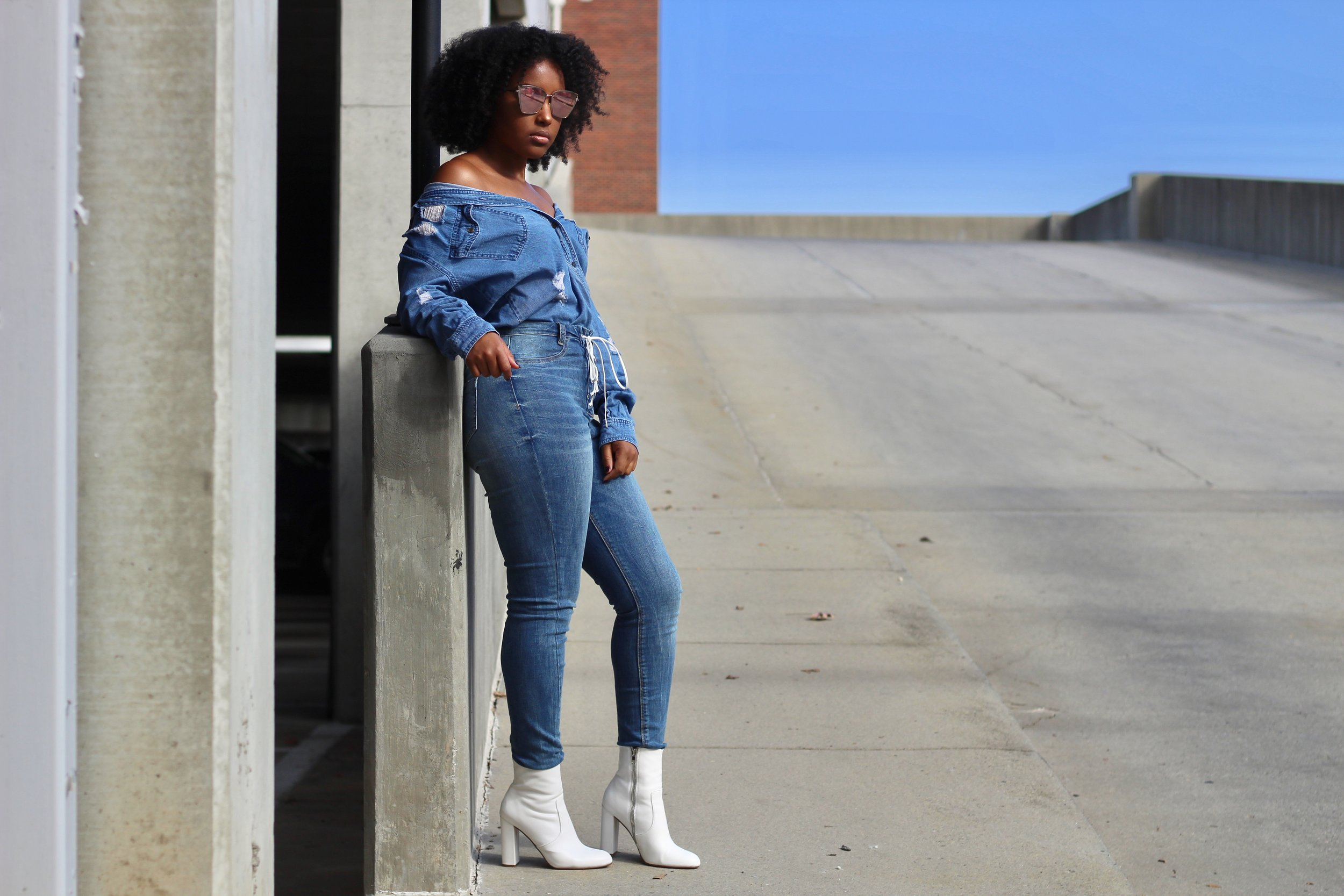 Top:  H&M   Jeans:  Missguided   Shoes:  Steve Madden   Shades:  Aldo   Photography:  @wescalifa